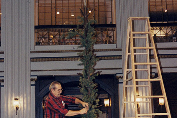 Setting up Marshall Field's Christmas Tree