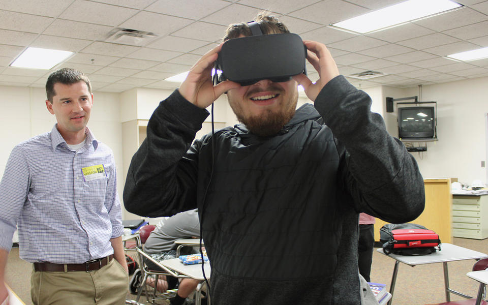 Construction trades students testing virtual reality